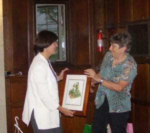 SOLF board member Sally Watters presenting the Elaine Beals award to Carolyn Dykema.